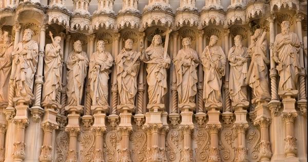 Apostles' statues
